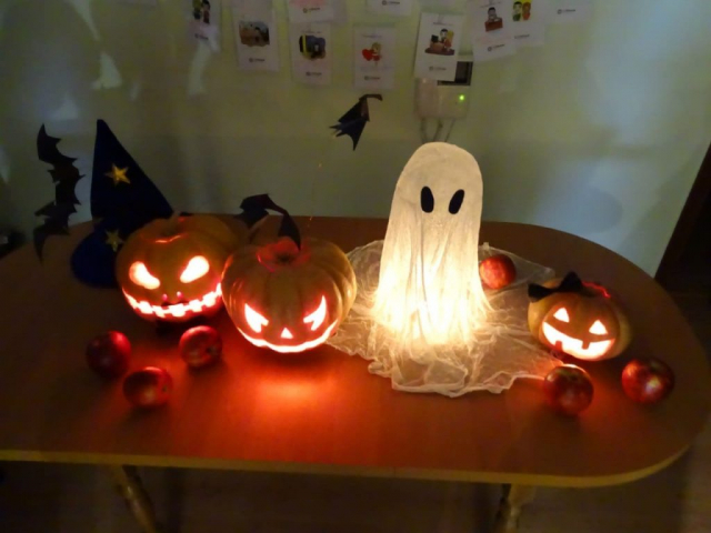 Halloween Jack o lanterns and ghost